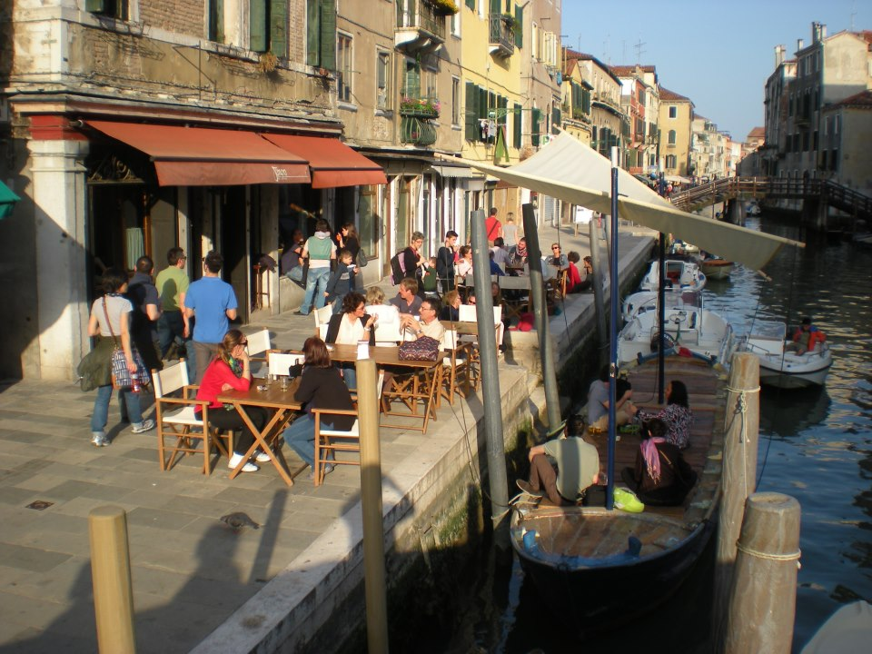 Cannaregio neighborhood and the stretch of bars and restaurants
