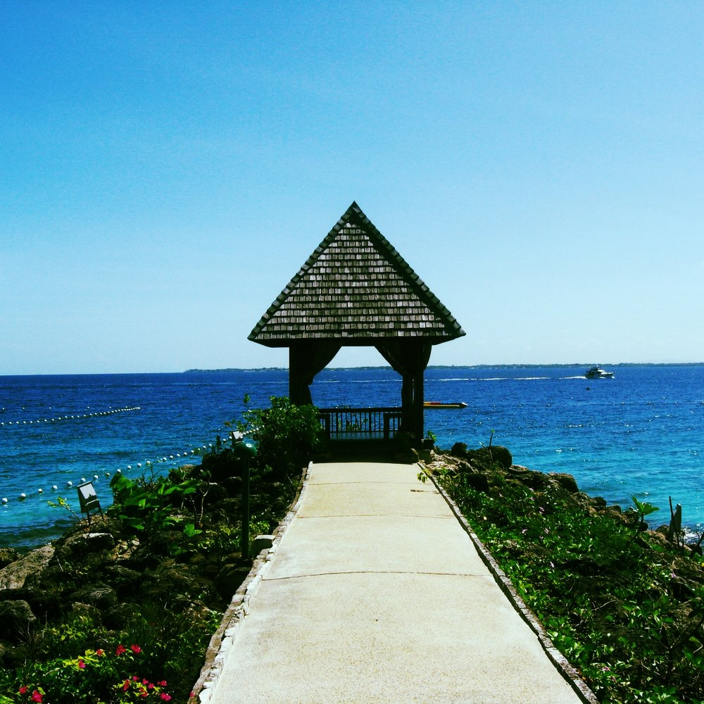A romantic gazebo in Shangrila Mactan, Cebu with the perfect sea view.