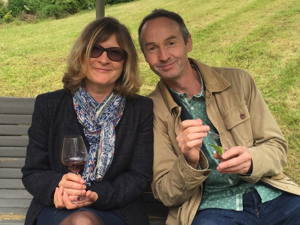 Cathy & Nigel Henton of Le Tasting Room are English wine professionals with 35 years experience