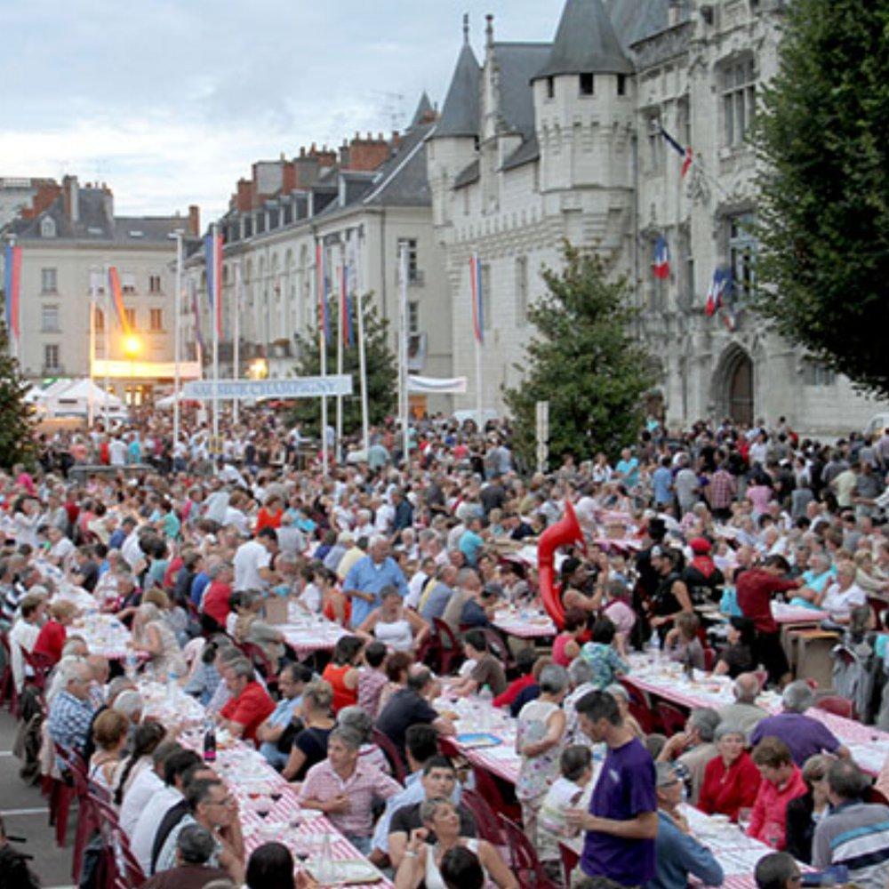 FRANCE/ LOIRE VALLEY | LES GRANDES TABLÉES DU SAUMUR |