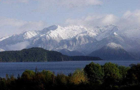 Photo of Lake Manapouri