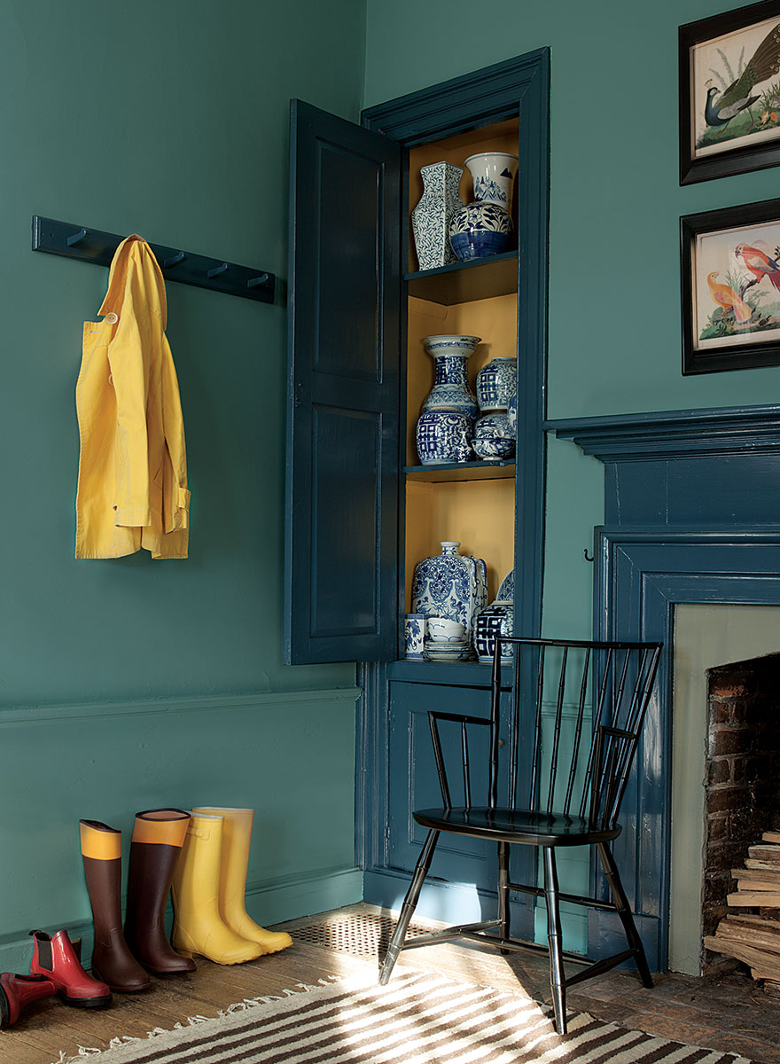 Color palette from the Benjamin Moore Williamsburg Collection.