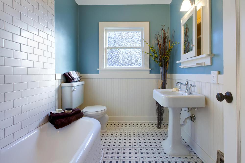 Beautiful blue and whitebathroom with tile floors
