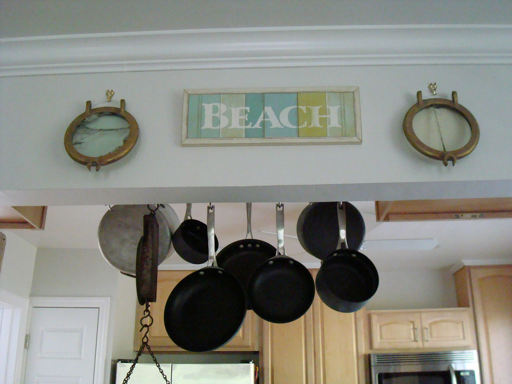 island-beach-house-renovation-kitchen-dining-wall-accents-hanging-cookware-23.jpg