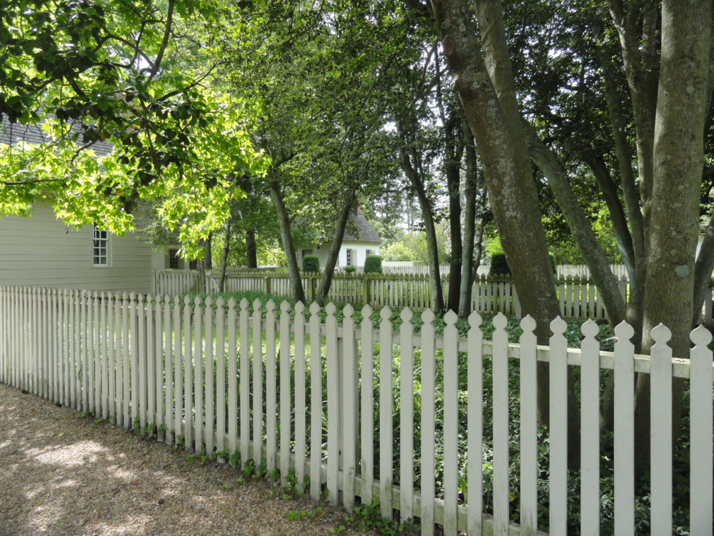 white-picket-fence-in-colonial-williamsburg