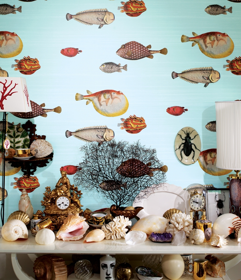WHIMSICAL CLOWN FISH ARE FROM COLE & SON'S ACQUARIO FORNASITTI II. THE WALL COVERING CREATES A DRAMATIC BACKDROP FOR AN ENTRY TABLE STYLED WITH FAVORITE BEACH-INSPIRED PIECES. PHOTO: COLE & SONS.