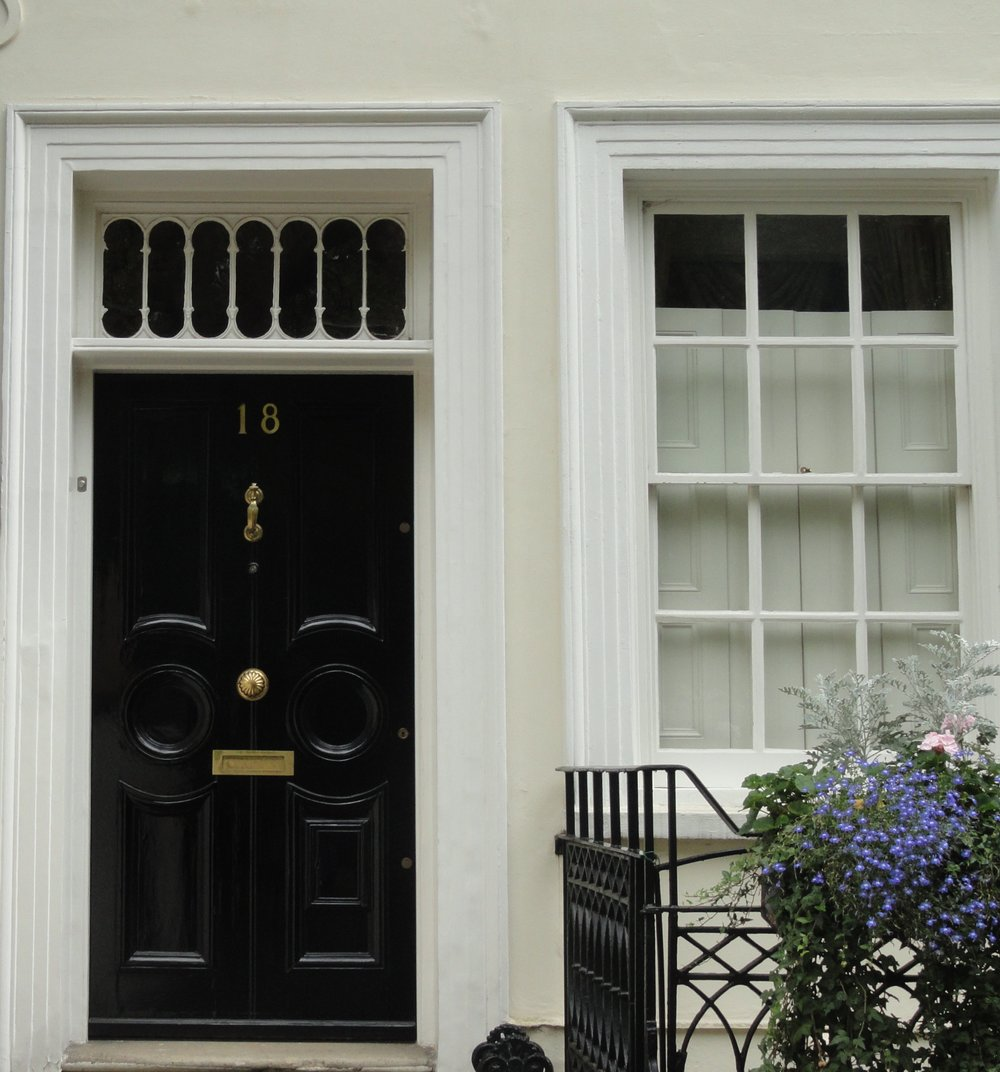 london-doors-nottinghill-black-door-white-home