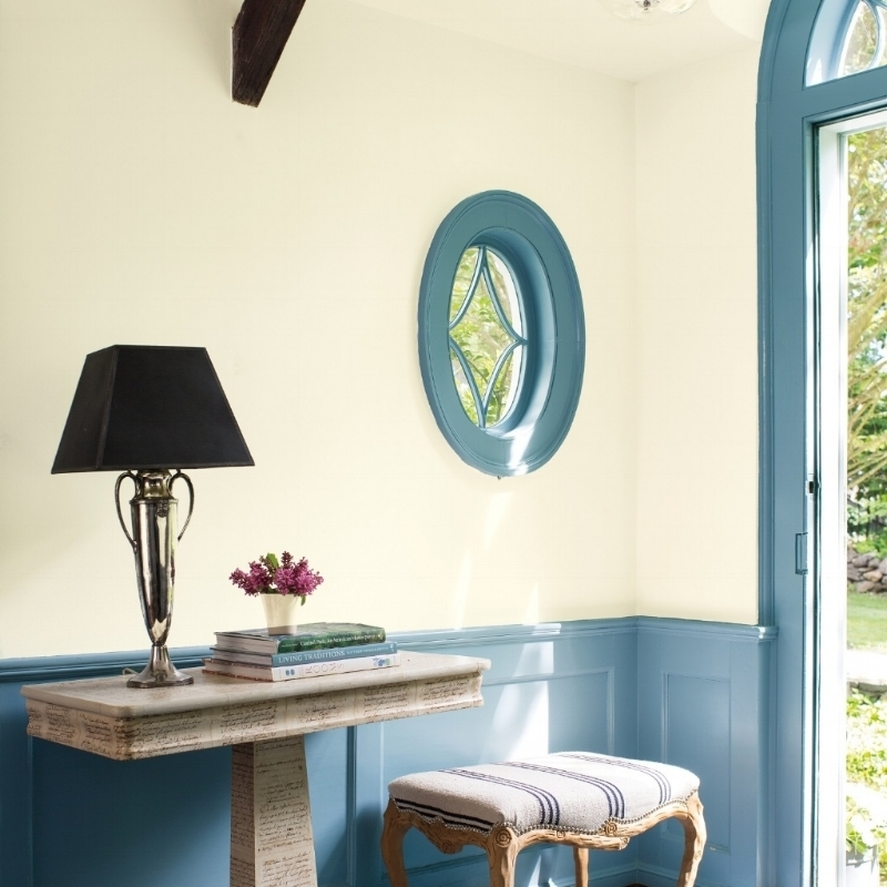 The right paint color helps to pull everything together for a calm, cohesive look and makes you happy when you walk in the door. Benjamin Moore: Wall in Mascarpone AF-20; trim in Whipple Blue HC-152. Photo: Benjamin Moore.