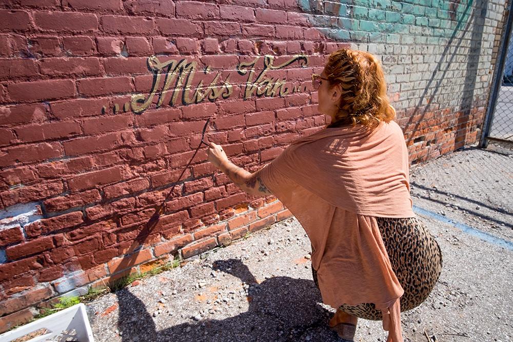 MissVan_wall-1-_ELJEFE313_9-23-15-03.jpg