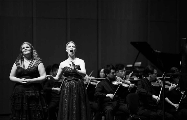 Julia Metzler (left) singing with the Hangzhou Symphony Orchestra.