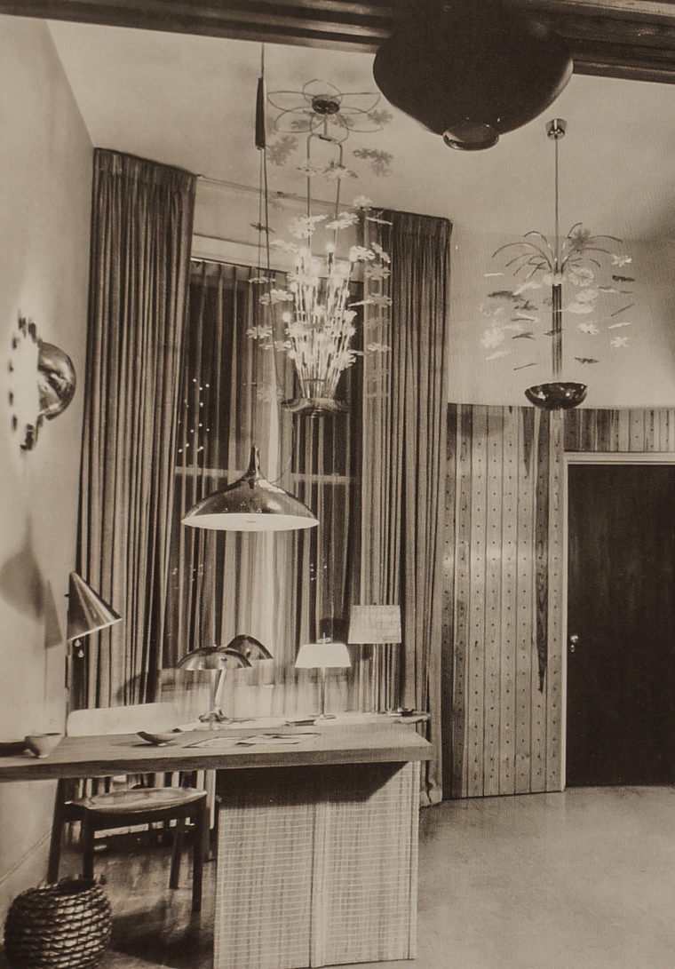 The Gallery space with a sales exhibition by Taito Oy, late 1940s.