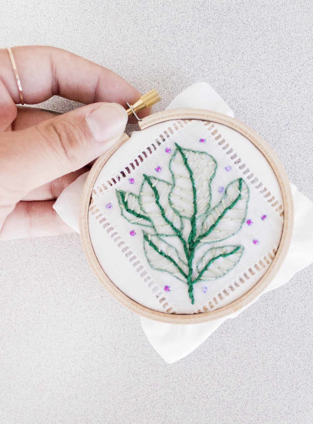 embroidery_leaves_2.jpg