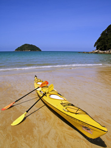 christian-kober-south-island-nelson-kayak-on-onetahuti-beach-in-abel-tasman-national-park-new-zealand.jpg