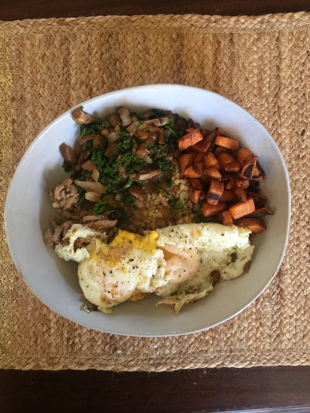 The power bowl. It had: ground turkey, quinoa, kale, mushrooms, onions, sweet potato, and eggs! So good!!