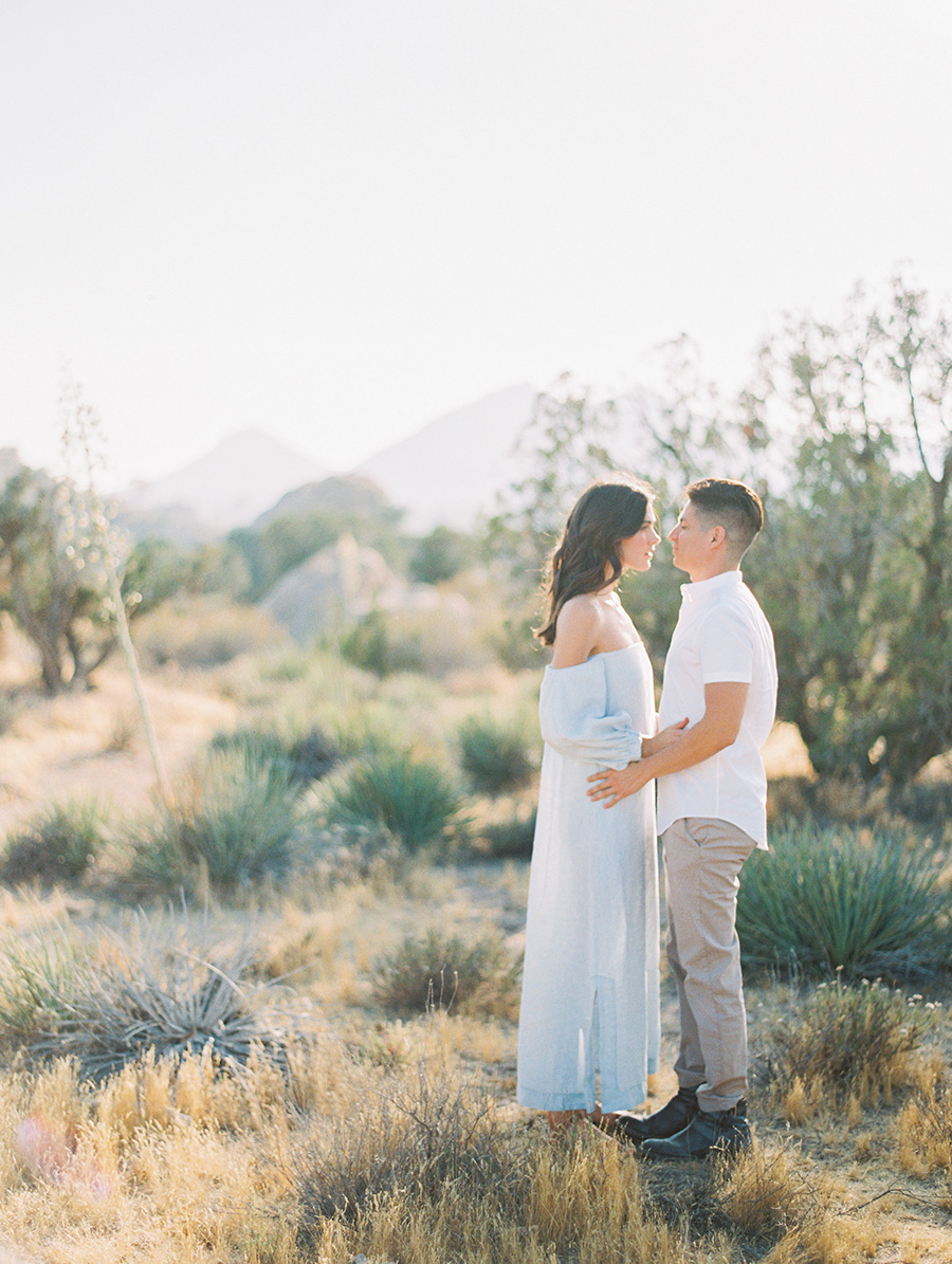 SALLY PINERA_JOSHUA TREE DESERT ENGAGEMENT SESSION-8.jpg