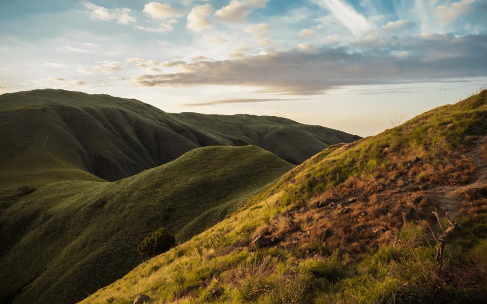 Hills of Gili Lawa