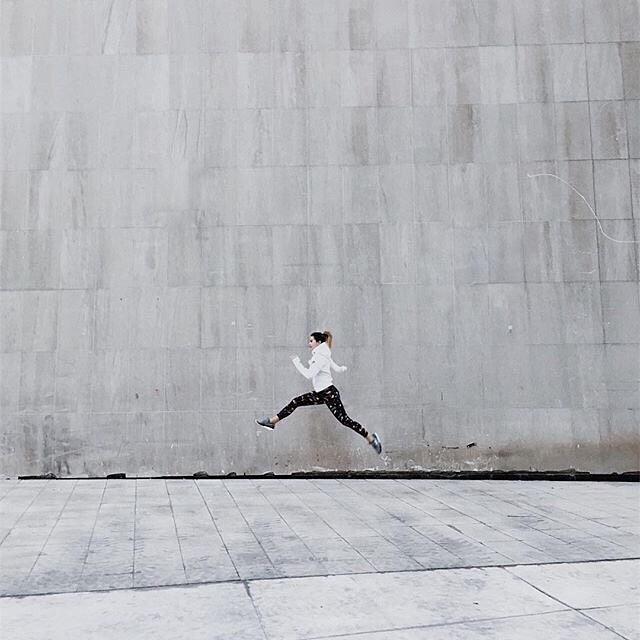 Skipping into the weekend like... 📸: @saritawalsh (great shot btw 👊🏼) . . #whatfeedsyou #rootblends #functionalblends #blendhard #smoothie #mothernature #medecine #postworkout #recovery #athlete #foodie #ICWLH