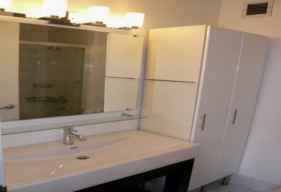 Regatta 429(Bathroom).jpg