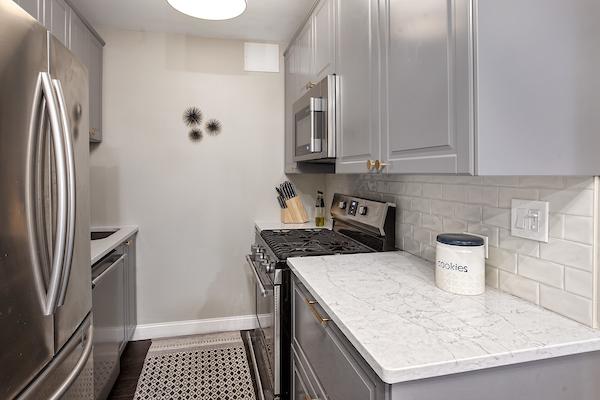 Battery Pointe 4I(Kitchen).jpg
