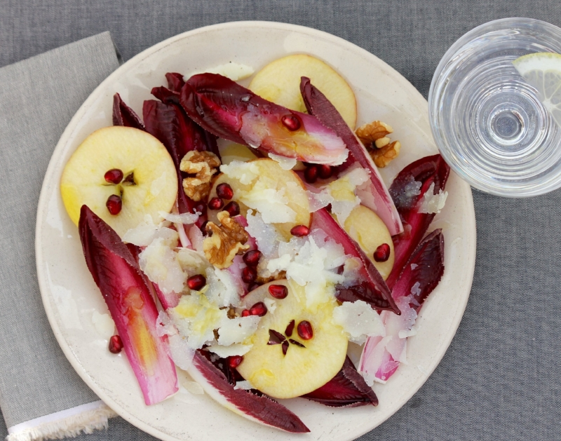 Endive, walnut and apple salad