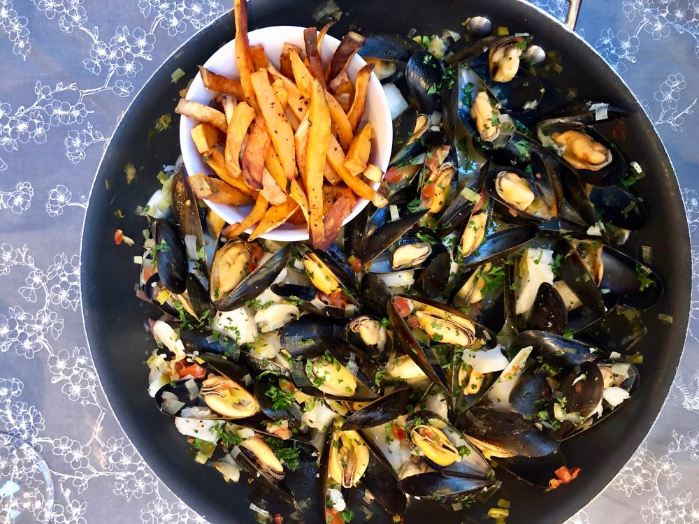 Steamed Mussels and Sweet Potato Fries