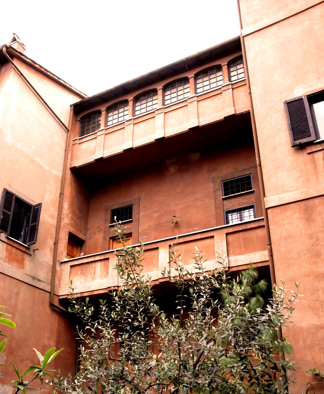About - Palazzo storico del 1400 a Trastevere — Palazzo Velli Suites ...