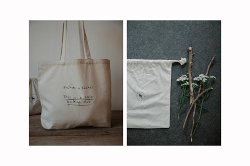 Cliquez sur la photo pour commander le gros sac Biches & Bûches avec votre kit de tricot.