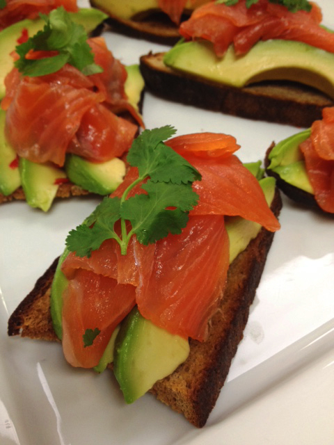 Pan con Palta w smoked salmon on rye
