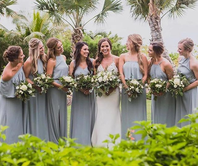 Bridal squad game strong 💪🏽 . . . . . 📸 @chadmunro 👰🏽 @alexhuffman3  #hairandmakeupbyjackiej  #hairandmakeupartist #bride #bridalparty #bridetribe ##caymanstylist#weddingstylist #weddinghair #weddinghairideas #hair #bridalmakeup #beachwedding #ido #justmarried #destinationwedding #grandcayman #carribeanwedding #wedding  #weddingphotography #weddingday #happybride #mua #makeupinspo#rusticwedding