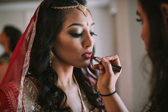 My real life warrior princess 👸🏽 @mmmeenakshi goddess of beauty! . . . 📸 @rebeccadavidsonphotography  #hairandmakeupbyjackiej #maharaniweddings #indianwedding #destinationwedding #hinduwedding #indianbride #beauty #indianmakeup #glammakeup #redlips #gobold #indianinspired #indianweddingmakeup #indianweddinginspiration #indianstylist #caymanwedding #caymanvows