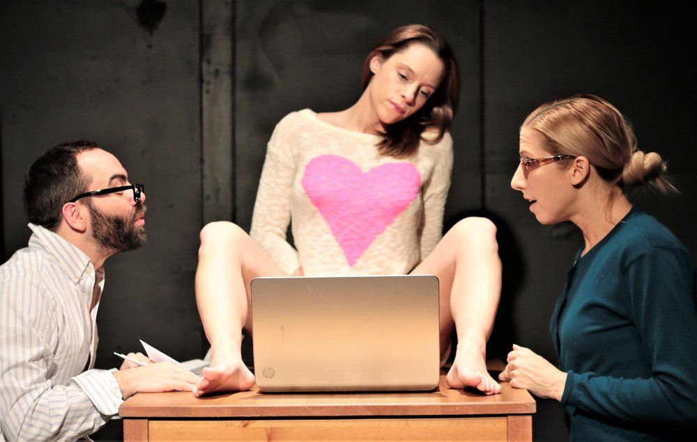 Jacob Sebastian as Dad, Sarah Raimondi as Lauren, Pauline Sherrow as Mom