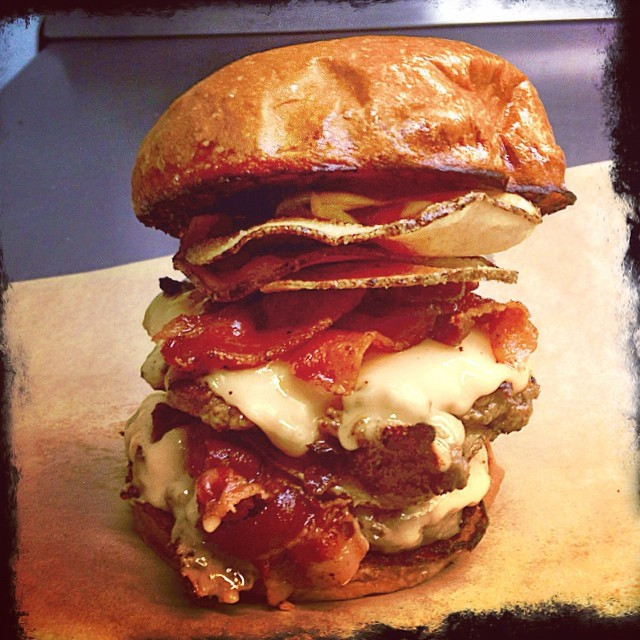 One intrepid listener went ahead and took down TWO of these beauties last night @greatdividebrew. The Double Kid Radio with extra bacon. #love #kidradio #bestburgersever #burgerradio #foodporn #foodtrucks