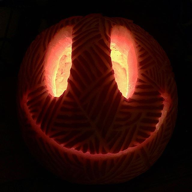 The total opposite of scary!!🙊👻🎃 Happy Halloween #thesmiley #acidhouse #pumpkin #rave #halloween #pumpkincarving 🎃👻