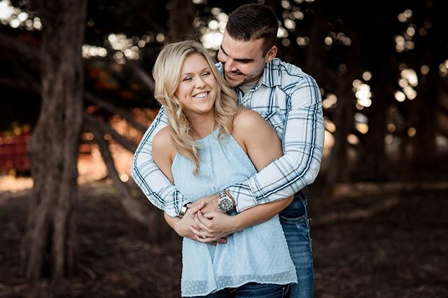 It has been a crazy fall and I'm so far behind on sharing sessions! This engagement was about as perfect as you can hope for. Great couple, perfect lighting, beautiful location!⠀ ⠀ ⠀ ⠀ #wichitawedding #engagementshoot #bridetrends #bridetobe #weddinginspiration #weddingideas #weddingfashion #modernwedding⠀ #luxurywedding #makemoments #photographyeveryday #artofvisuals #junebugweddings #risingtidesociety #magnoliarouge #dvlop #fstoppers #ict #levikeplar