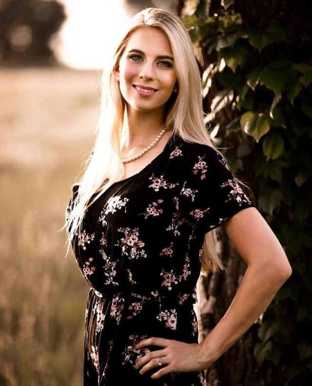 It's Katie's birthday today! She really is the best person I've ever known and is as beautiful inside as she is out. Everyone be sure and wish her a happy birthday!  #wichita #photographer #birthday #beautiful #wife #mom #family