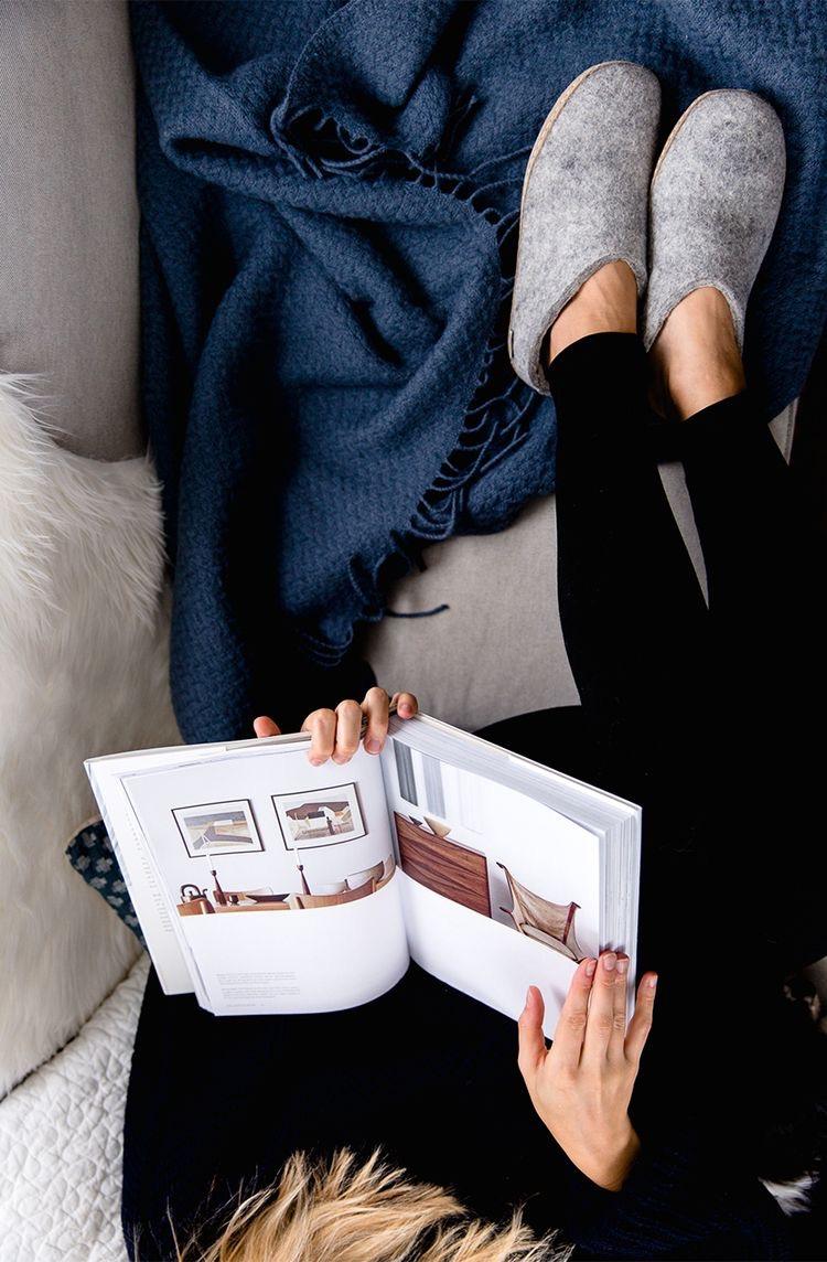 Cozy reading, stay tuned for our r eading list  this season. Image via thefreshexchangeblog.com
