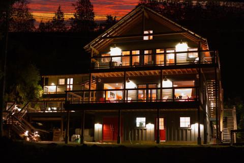 Lodge-at-Night-2_4X3-e1424324040147.jpg