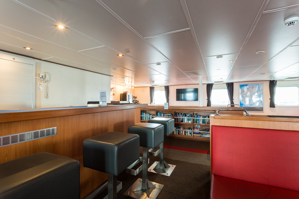 observation lounge, bar, library, deck 6 © Oceanwide Expeditions (2).jpg_Eduardus Lee.jpeg