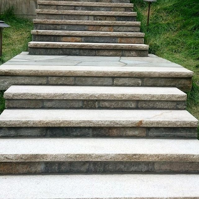 "Granite Steps with 4"" stone in the front and flagstone on top👷"