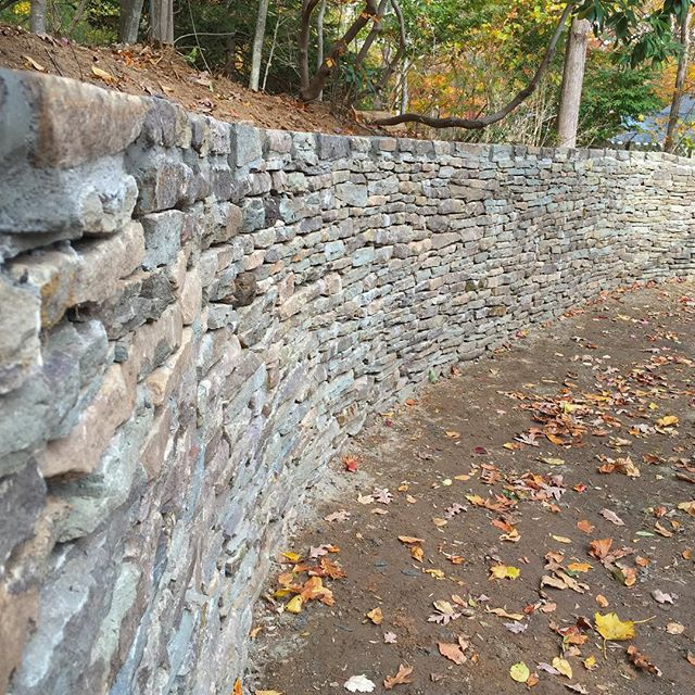 Handcrafted stone wall👷