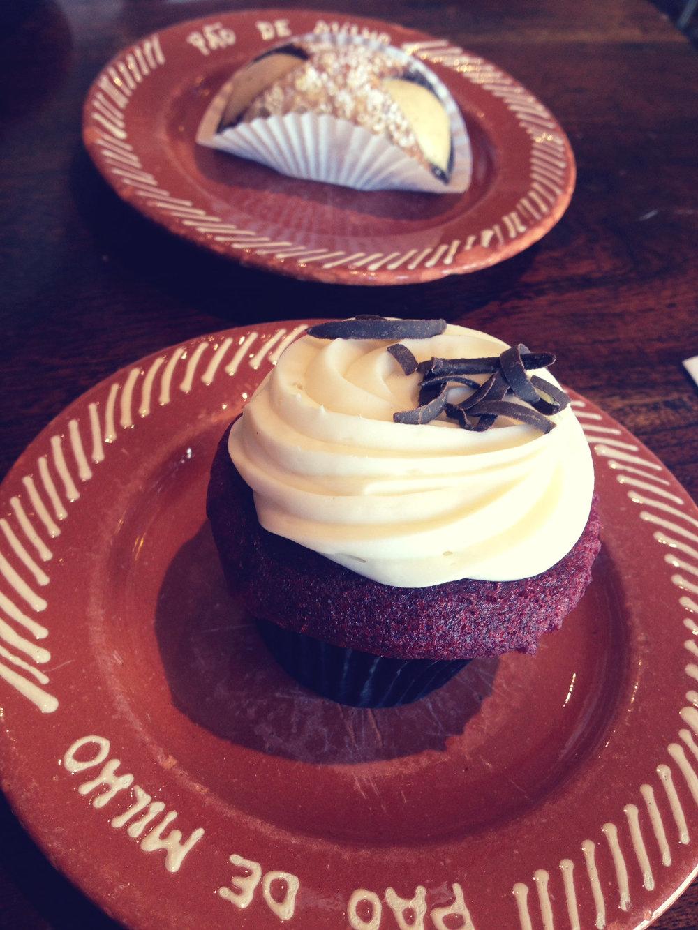 Cupcake and cannoli