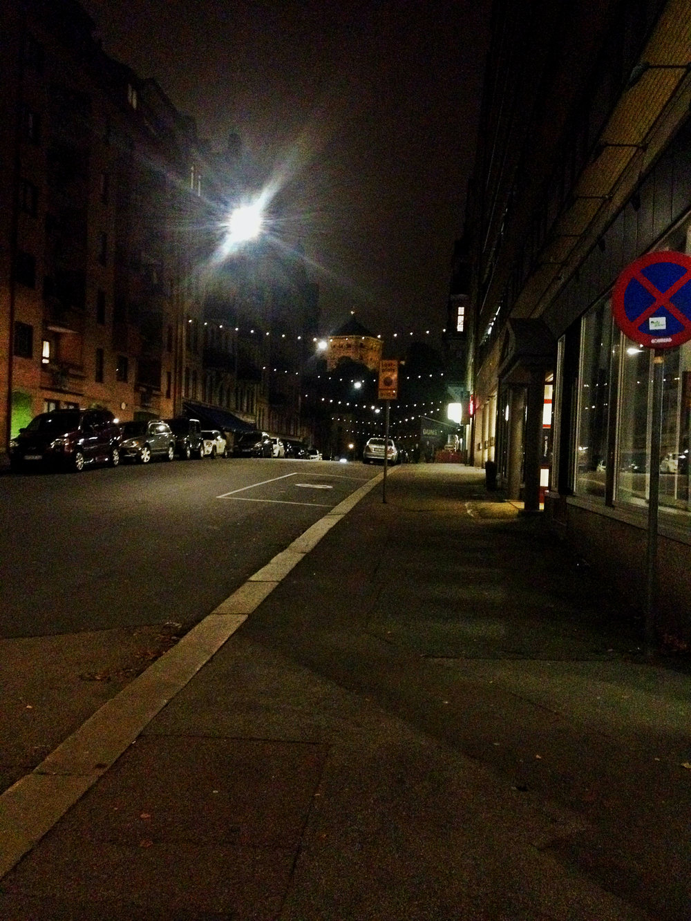 Night Street in Gothenburg | Tall Girl Meets World