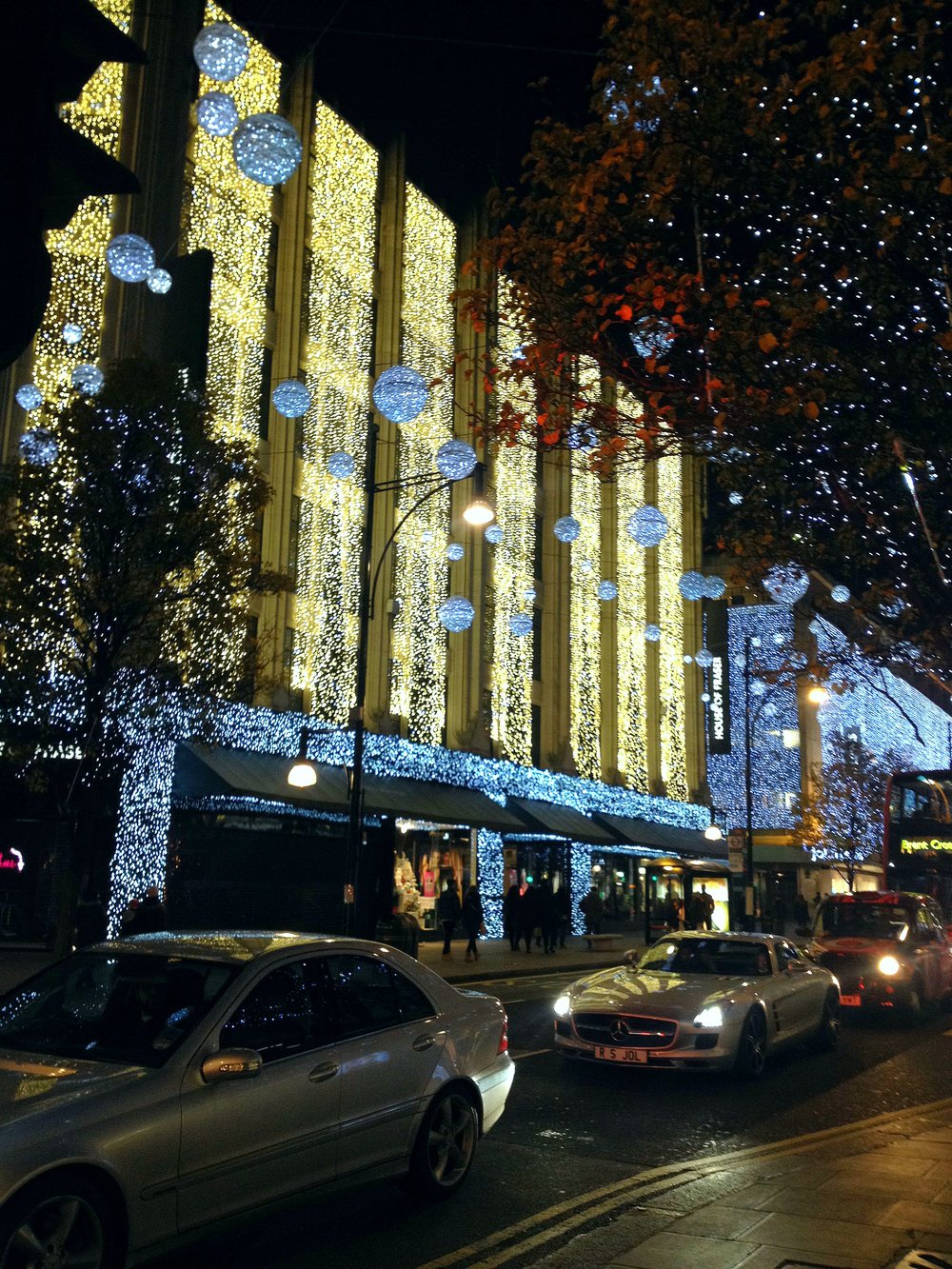 Wall of Lights in London | Tall Girl Meets World