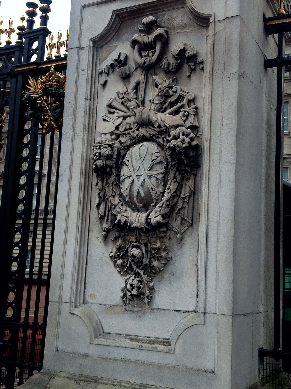 Buckingham Palace Gates | Tall Girl Meets World