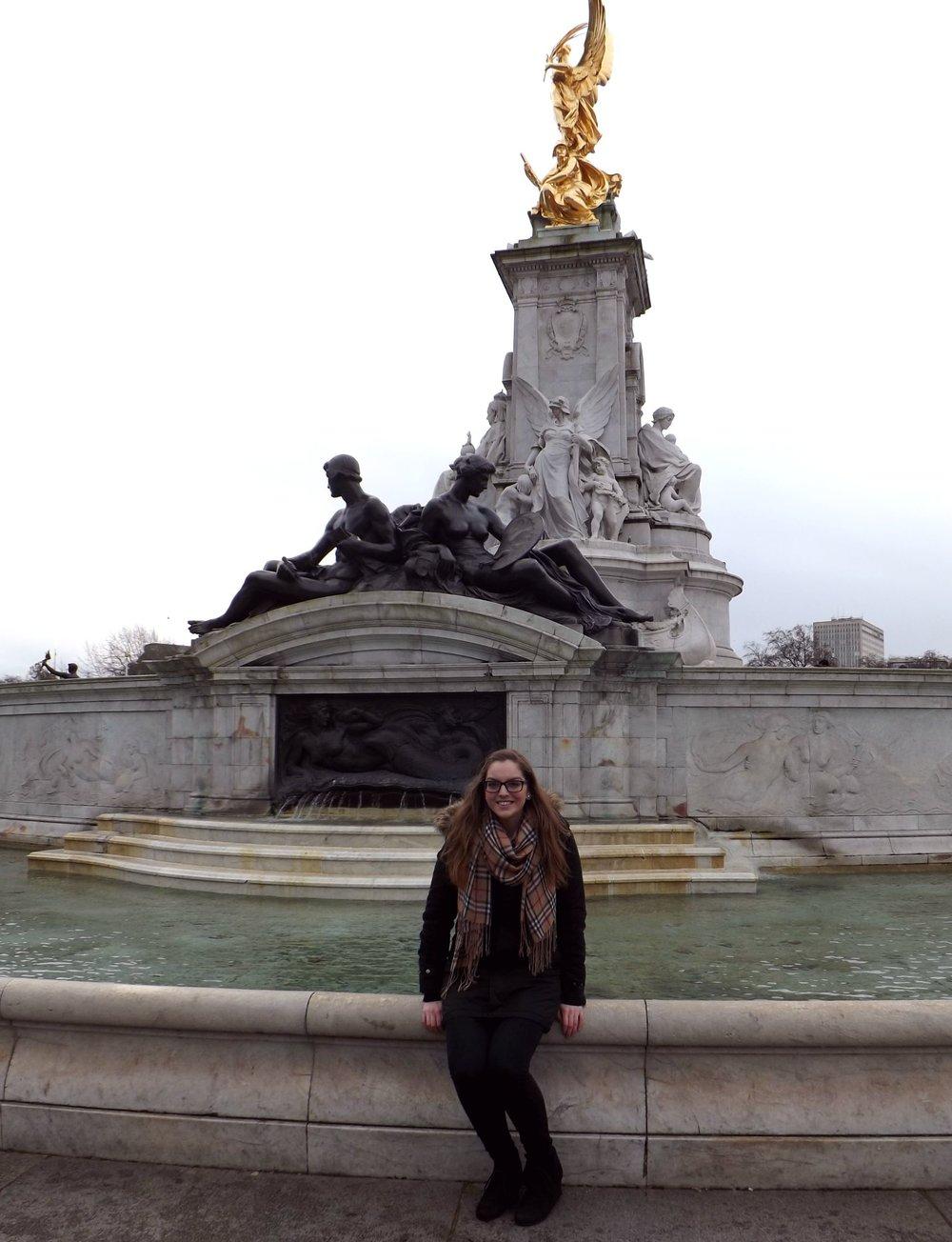 Kaitlyn at the London Fountain | Tall Girl Meets World