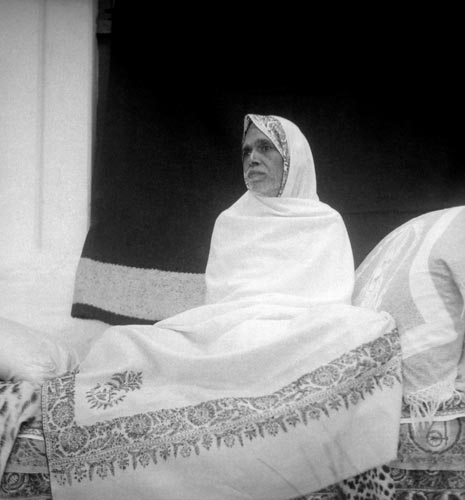 ramana-maharshi-white-sheet-dark-back.jpg