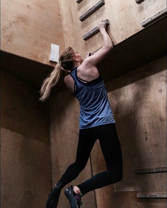 sian-maycock-climbing
