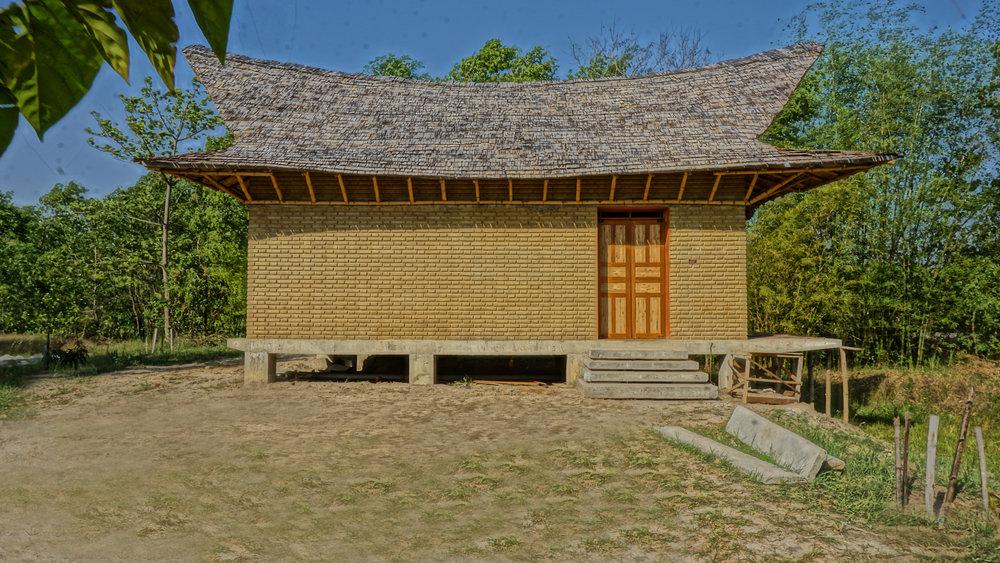 tropical house design.jpg