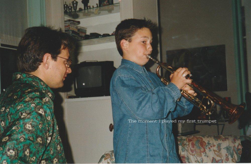 Rik + vader krijgt 1e trompet  1.jpeg