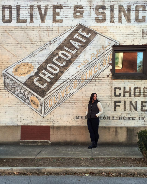 Nashville might be one of my favorite cities in the south.  There's so much charm and rich culture everywhere.  I couldn't resist taking a portrait of my friend @museumgirl70 in front of this fabulous mural on the side of the Olive & Sinclair Chocolate factory building.  The artisanal chocolate is delish!